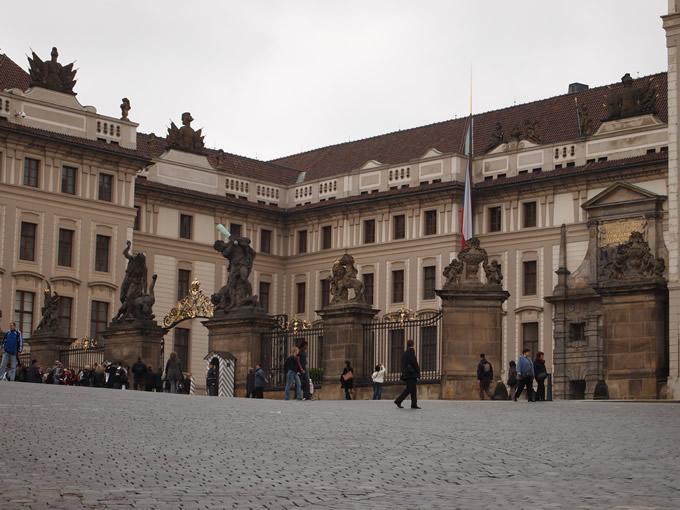 プラハ城の入り口