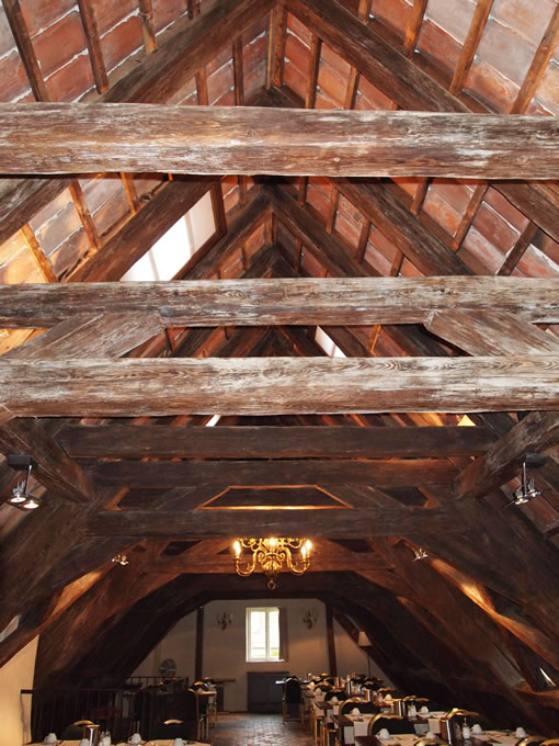 素晴らしい木組みの大屋根