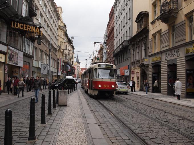 町中には路面電車が沢山走っている