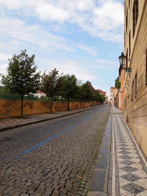 ストラホフ修道院から坂道を下って