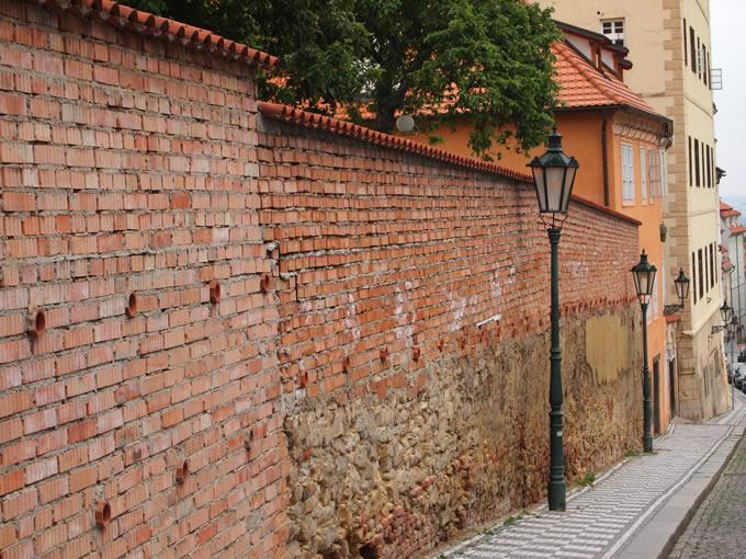 かなり歴史を感じる外壁